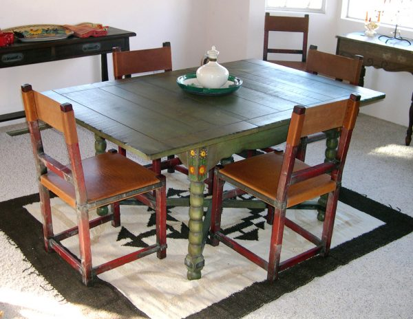 Keyhole Keyhole Dining Table & Chairs Set